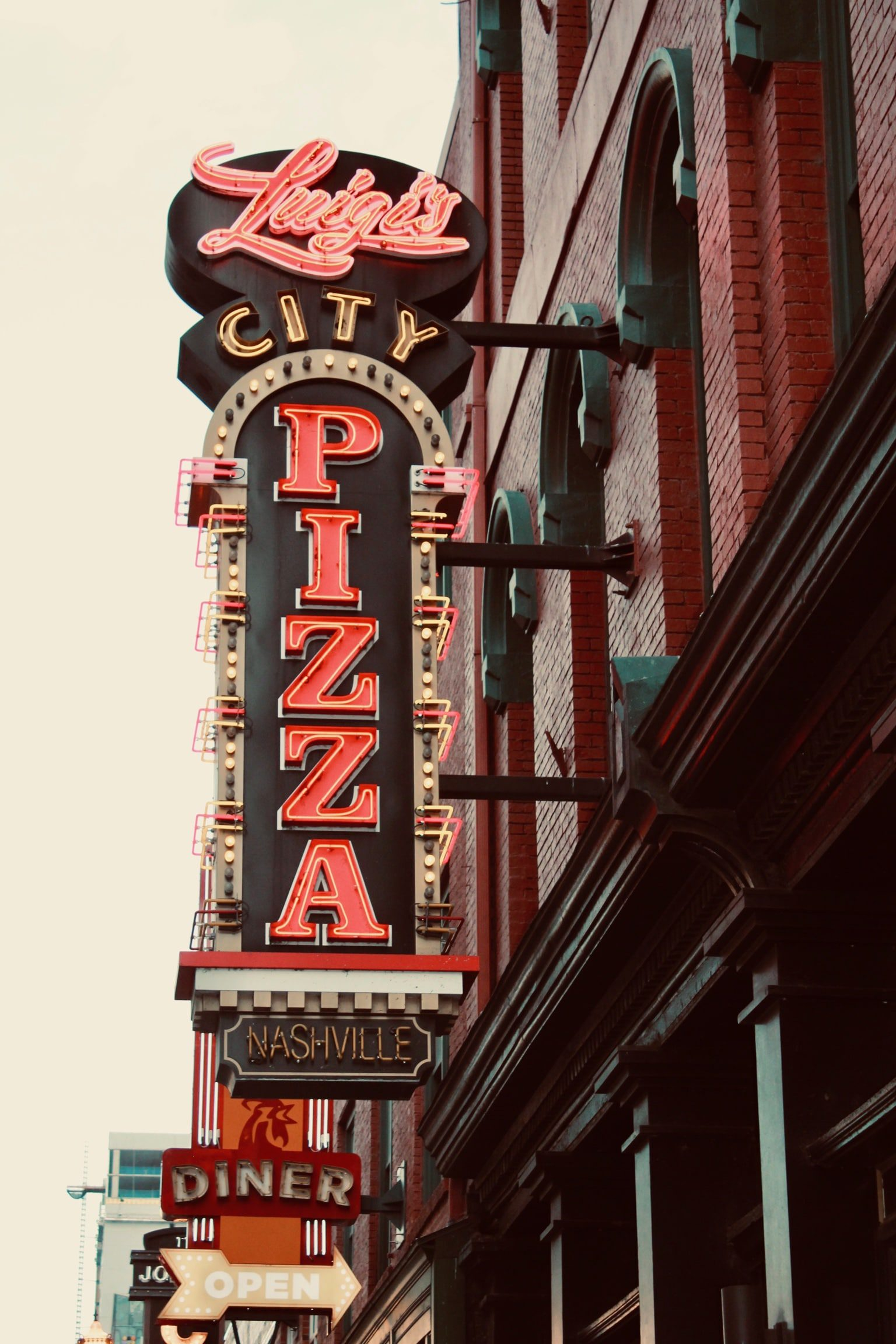 pizza restaurant sign in Nashville with led conversion